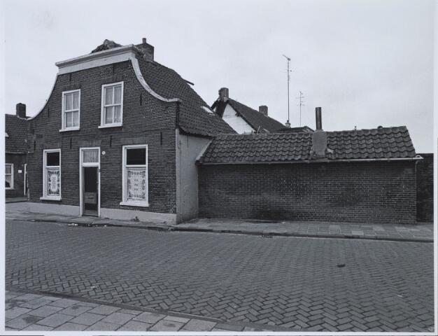 023507 - Pand Kapelstraat 83 op de hoek met de Van Hogendorpstraat (links)