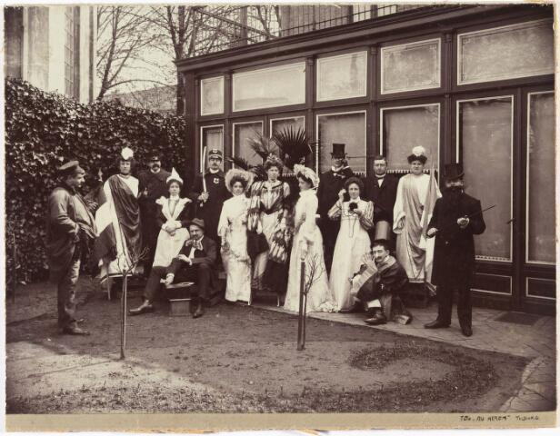 006600 - Het Nederlands Panopticum. Een feestgelegenheid te Dordrecht op 10 mei 1905 een voordracht ter gelegenheid van de bruiloft van Henri Blomjous  en Maria Hendrika Kolkman. Panopticum: een gebouw waar wassen beelden tentoongesteld worden van bekende personen.