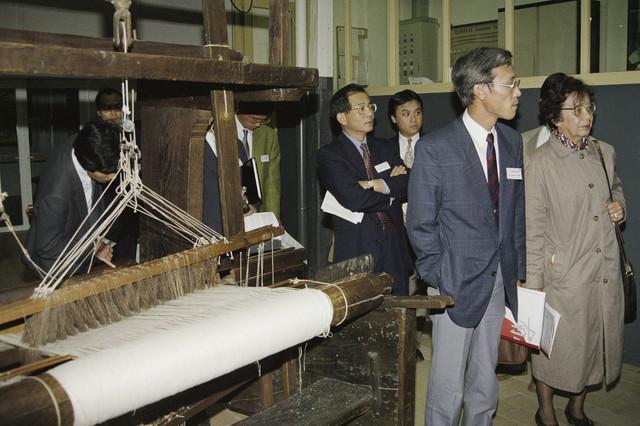 TLB023000268_001 - Japans bezoek Textielmuseum