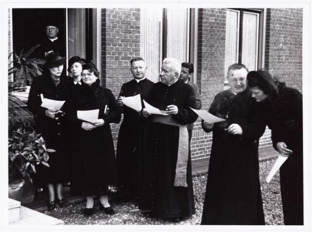 007614 - Bisschopswijding Mgr J.F.M. Pessers, pastorie van het Goirke. Mgr Pessers is geboren 5 februari 1896, gestorven 3 april 1961.