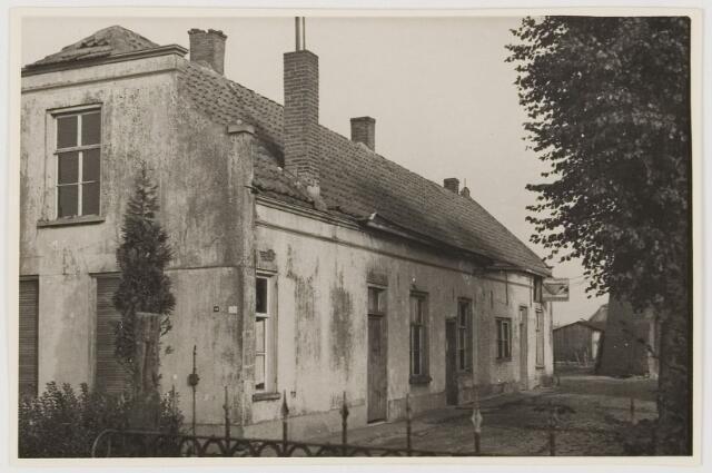 078658 - Arbeidershuisjes vermoedelijk behorend bij lederfabriek 'Hollandia ' te  Loon op Zand.