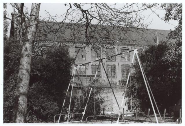 026856 - Fabriekscomplex aan de Nieuwlandstraat, gezien vanuit de tuin van pand nummer 38 - 40, destijds bewoond door mensen van Huize Poels