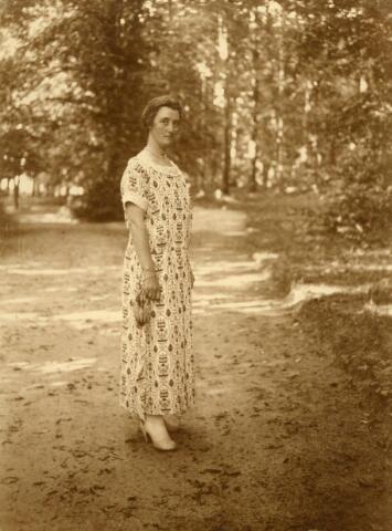 600641 - Jonkvrouw Mary J.A.E. Kolfschoten-Verheyen (1883-1927. Kasteel Loon op Zand. Families Verheyen, Kolfschoten en Van Stratum