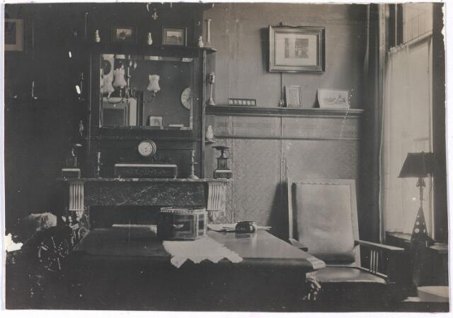 006693 - Interieurfoto van de woning van mevrouw Brouwers-van Waesberghe. Begin 20ste eeuw