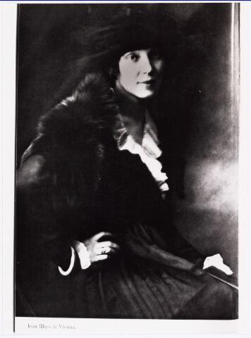 007370 - Willem Lenglet (pseudoniem Ed de Nève) 1889-1961. Jean Rhys in Wenen in 1921, echtgenote van Willem Lenglet. De Nève trouwde vijf keer onder andere met de Engelse schrijfster Jean Rhys (1890-1979) met wie hij van 1919 tot 1933 getrouwd was.Hij werkte op literair gebied nauw samen met haar.