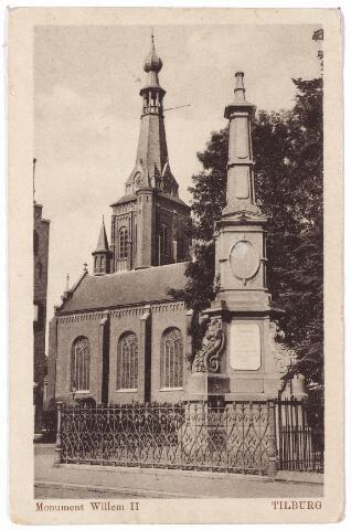 002495 - Gedenknaald voor koning Willem II op de hoek Monumentstraat-Paleisstraat. Op de achtergrond de Heikese kerk.