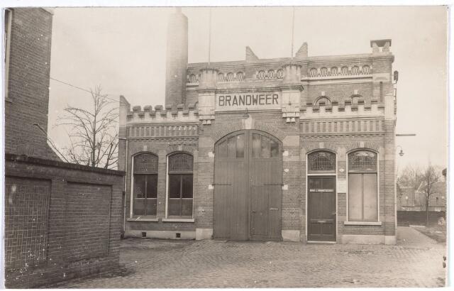 017086 - Hoofdpost van de brandweerkazerne aan de Capucijnenstraat omstreeks 1923