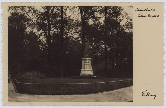 002807 - Beeld van Petrus Donders op de noord-westhoek van het Wilhelminapark.