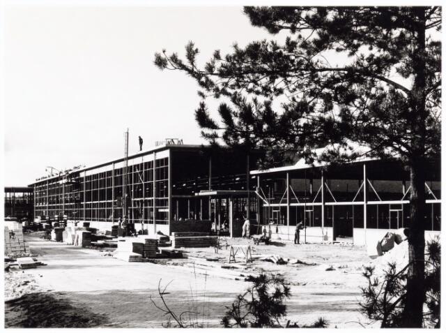 039198 - Volt. Noord. Algemeen, Gebouwen, Nieuwbouw. De in aanbouw zijnde hal ND in 1964.