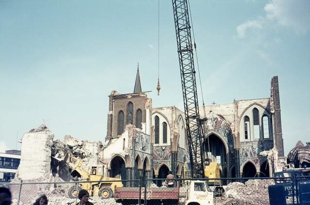 413_00040 - Afbraak Noordhoekse Kerk. R.K. parochiekerk H. Hart van Jezus