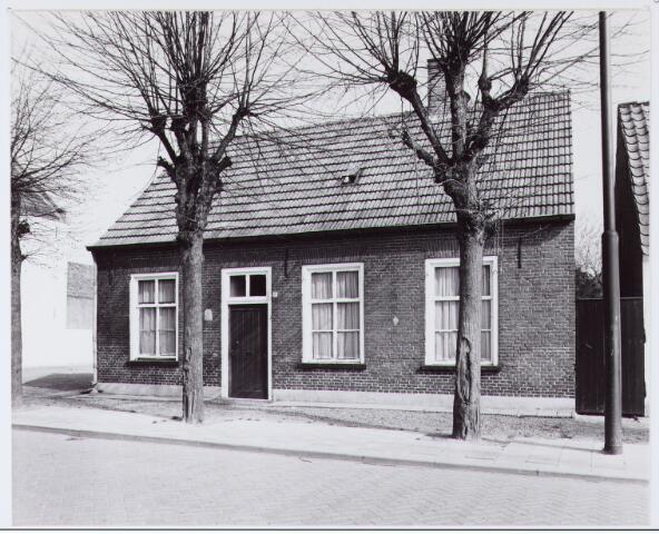 062562 - Het inmiddels afgebroken woonhuis aan de Burg. Brendersstraat 11