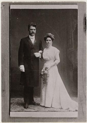 101082 - Rombertus Wilhelmus van der Maade geboren Gilze en Rijen 4 februari 1859, gehuwd met 1. Catharina Brouwers geboren Oosterhout 25 oktober 1864, overleden Oosterhout 2 november 1908 2. Oosterhout 1 september 1909 met Adriana Maria Huberdina de Neef Vergroesen geboren Oosterhout 3 december 1876.