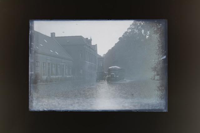 654669 - Wateroverlast. straten staan blank.