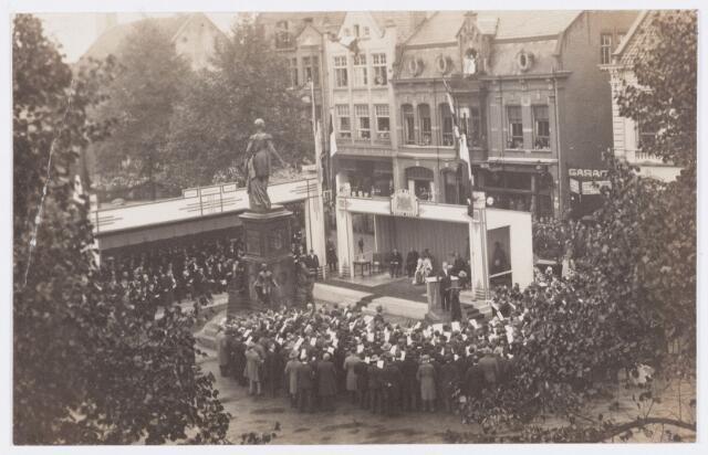 053284 - Koninklijke Bezoeken. Onthulling van het standbeeld van Willem II in aanwezigheid van koningin Wilhelmina.