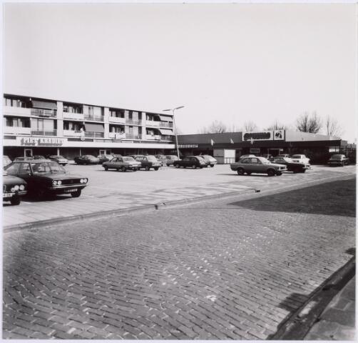 014486 - Bart van Peltplein. Op dit terrein was vroeger de textielfabriek van ´Bult` Franken gevestigd. De straat op de voorgrond is de Pater Ruttenstraat. (foto gemaakt in periode 1972-1980)
