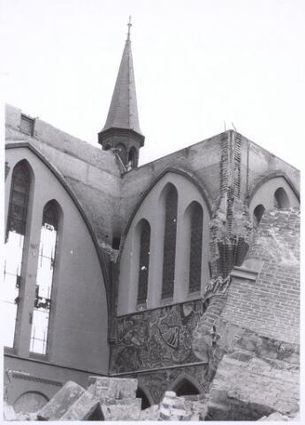 020108 - Sloop van de kerk van het Heilig Hart, parochie Noordhoek, in 1975. De kerk werd gebouwd in 1897/1898 naar een ontwerp van dr. P.J.H. Cuypers