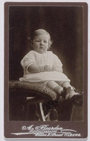 044260 - Mercedes de Steenhuyen Piters, geboren op 18 junu 1912.