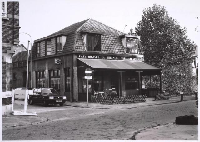 025064 - Café De Triangel van kastelein Joop Pronk op de hoek Lancierssstraat - Hoogvensestraat