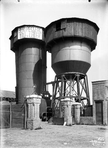 650460 - Schmidlin. De wolwasserij en lederfabriek van Bernard Pessers aan de Van Bylandtstraat 21, omstreeks 1920-1925.