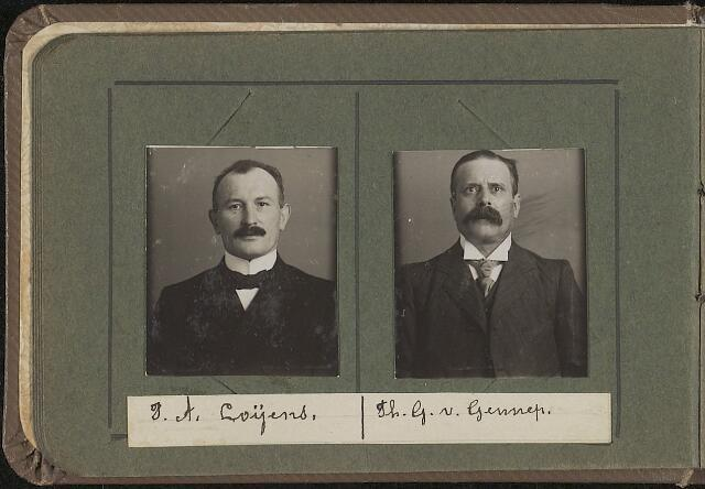 603964 - Links P.A. Loijens, rechts Th.G. van Gennep. Peter Alphonsus Loijens werd geboren te Luijksgestel op 15 juli 1871 en overleed op 22 september 1940 te Tilburg. Loijens was ambtenaar van de burgerlijke stand van Tilburg en ondertekende in die hoedanigheid tal van geboorte-, huwelijks-, en overlijdensakten. Hij was gehuwd met Ludovica J.M. Bressers. Albumblad met zogenaamde TipTop-pasfoto´s van het personeel van de gemeentesecretarie van Tilburg, omstreeks 1916.