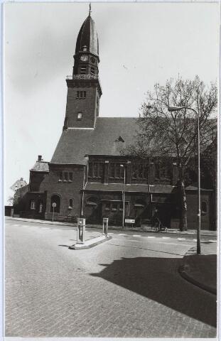 024534 - Kerk aan het Korvelplein, gezien vanuit de Laarstraat