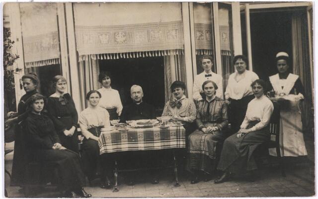 006690 - Familie Brouwers-van Waesberghe met personeel.  Begin 20ste eeuw