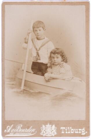 004130 - Frans en Jeanne van DOOREN, kinderen van Frans van Dooren (1860-1950) en Sophie Koppel (1867-1945).