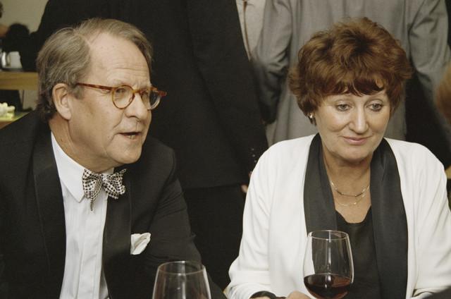 TLB023000282_001 - Burgemeester Brokx en de minister voor WVC, mevrouw D'Ancona, tijdens de heropening Tilburgse schouwburg