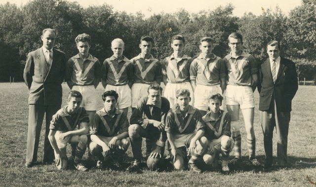 800121 - Sport. Voetbal. Voetbalvereniging R.K.S.V. Taxandria in Oisterwijk. Jeugd II, kampioen 1959-1960.
