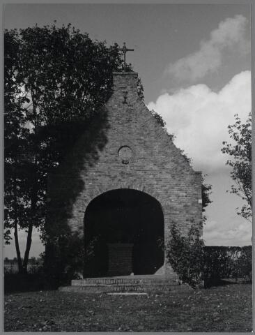 88722 - Mariakapel in de Poolse Dreef in Terheijden is gebouwd in 1954 en na plaatsing van het Mariabeeld feestelijk ingezegend op 15 augustus 1955.