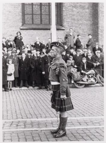 012539 - WO2 ; WOII ; Tweede Wereldoorlog. Bevrijding. Tamboer-maitre van de Schotse pijpers die op 29 oktober 1944 een muzikale show verzorgden op de Markt