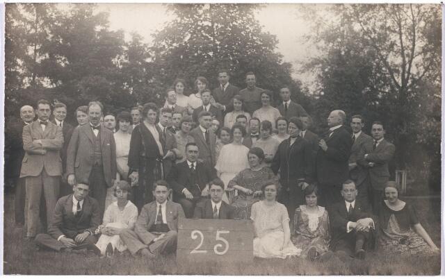 004768 - Zilveren bruiloft van het fabrikantenechtpaar JANSSENS-MINDEROP op 10-07-1923. Zie foto nr. 4671