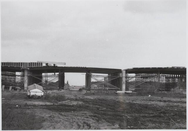 030664 - Aanleg Rijksweg A58; viaduct