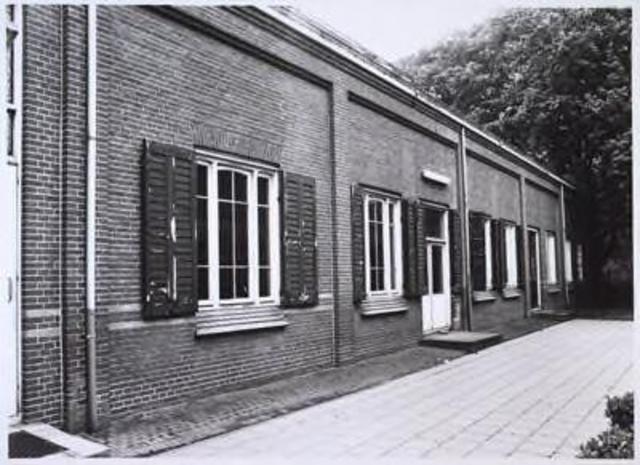 023705 - Gebouw aan de noordzijde van het Brabants Conserbatorium, het voormalige cenakel, aan de Kempenbaan halverweg mei 1985