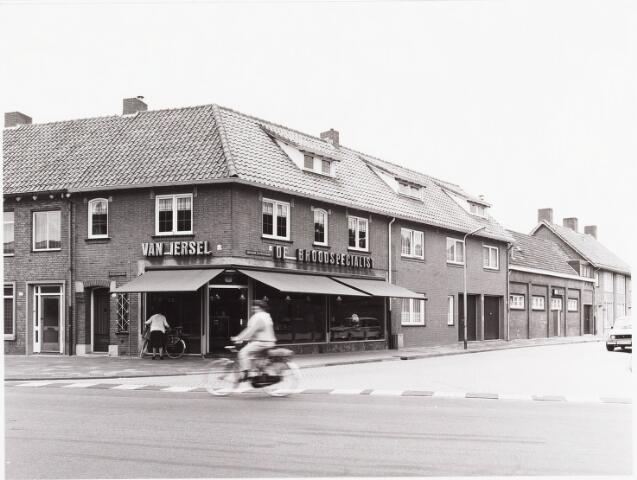 """034962 - Bakkers. """"De brood specialist van Iersel """", Wilhelminapark/hoek Abr Kuijperstraat"""