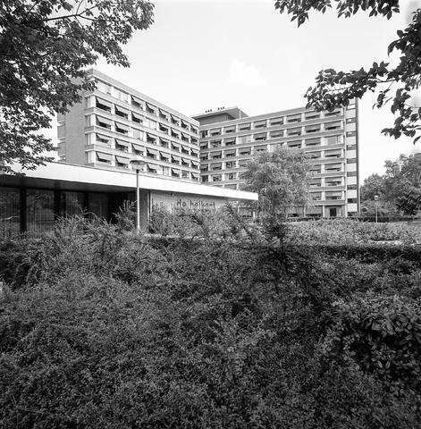 D-000574-1 - Woonzorgcentrum de Heikant aan de Schubertstraat 700.   BNA, tentoonstelling architect Jan Mulders