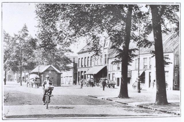 021023 - Heuvel in 1929, met op de achtergrond de politiepost