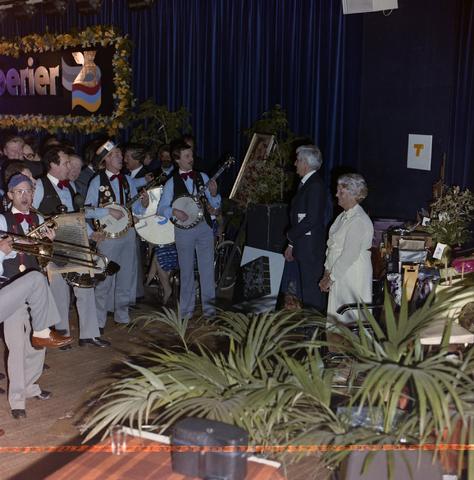 1237_011_821-1_005 - Media. Pers. Feest van de Tilburgse Koerier. Met muziek van Lamarotte.