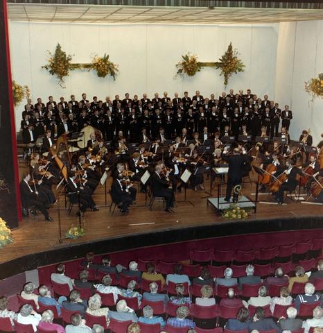 1237_012_912_006 - Optreden mannenkoor La Renaissance in Schouwburg.