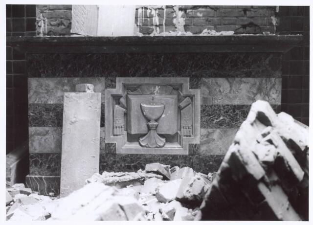 020111 - Sloop van de kerk van het Heilig Hart, parochie Noordhoek, in 1975. De kerk werd gebouwd in 1897/1898 naar een ontwerp van dr. P.J.H. Cuypers