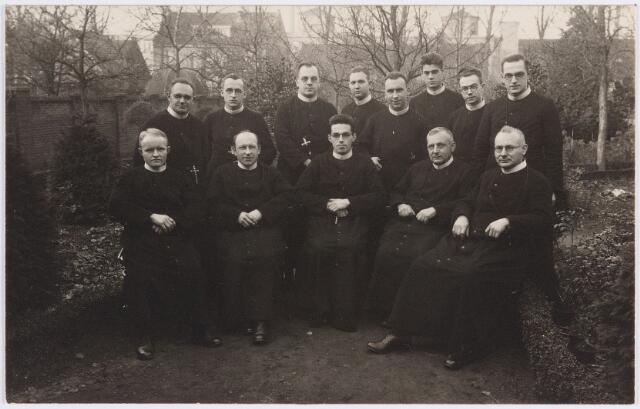 057371 - Fraters te Oisterwijk 1934, bij vertrek fr. Guibert Smits naar Paramaribo