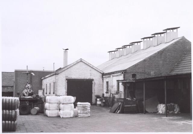 022214 - Textielindustrie. Binnenplaats van kunstwolfabriek De Wolkat aan de Hilvarenbeekseweg