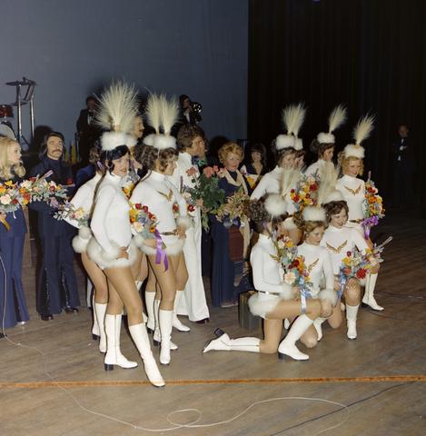 1237_011_824_009 - Entertainment. Cultuur. Theater. René Frijters theatershow in maart 1975. In 1955 begon René Frijters met het bemiddelen voor artiesten vanuit zijn huis in de Zouavenlaan.