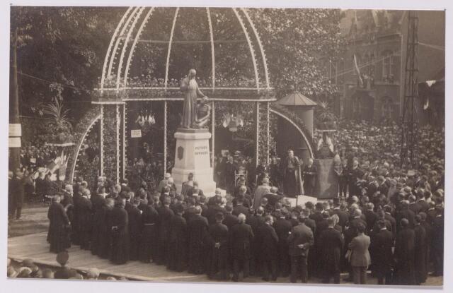 043501 - Onthulling van het standbeeld van Petrus Donders aan het Wilhelminapark.