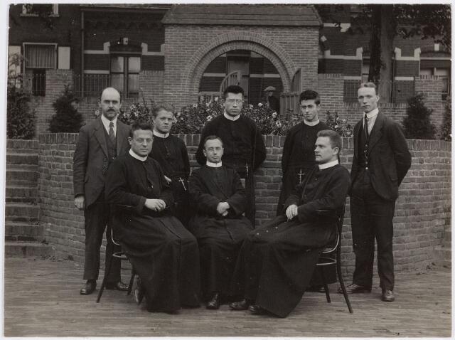 057386 - Basisonderwis. St. Jan Baptistschool, personeel / fraters