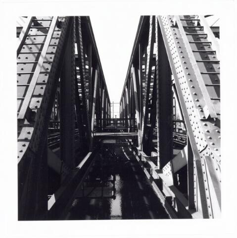 039809 - Spoorbruggen over het Wilhelminakaal