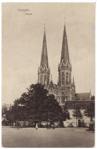 000903 - Heuvel met lindeboom, kerk van St. Jozef, pastorie en rechts de lantaarn, opgericht in 1902 ter herinnering aan burgemeester Jansen.