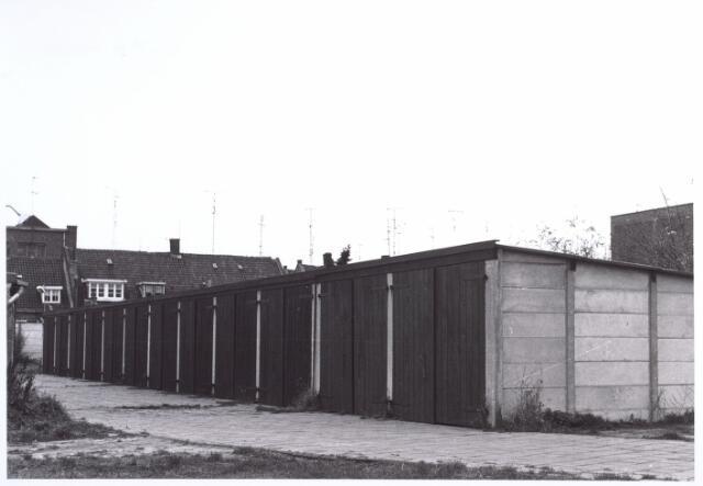 017090 - Achterzijde van panden aan de Capucijnenstraat anno 1969