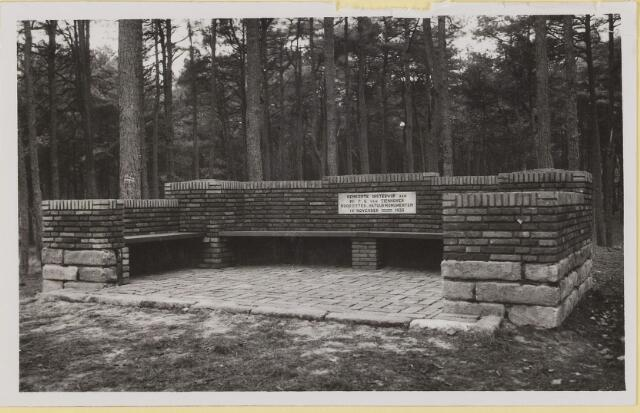 075524 - Onthulling van Tienhovenbank op 14 november 1935.