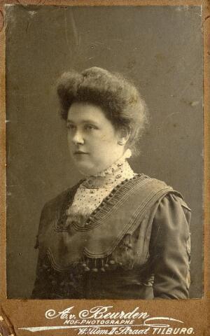 092266 - Allegonda Antonia Peijnenborg, geboren te Goirle op 16 juli 1878, overleed op 10 oktober 1971 Zij trouwde te Goirle op 3 juni 1901 met aannemer Herman Joseph Weijers. Haar ouders waren textielfabrikant Elias Peijnenborg en Godefrida van Croonenburg.